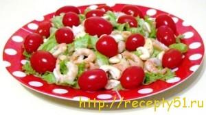 Салат с креветками и кешью