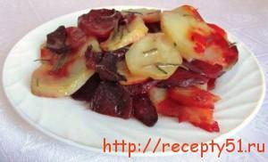 Запеченный картофель со свеклой и розмарином