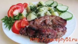 svinoj-stejk-s-kartofelnym-garnirom
