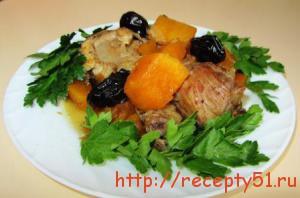 Курица с тыквой и черносливом