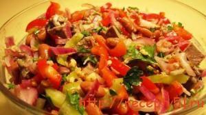 Салат из сердца с перцем и фасолью